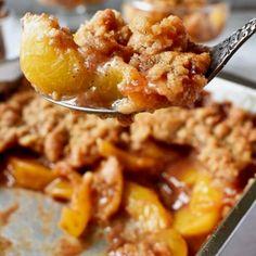 Homemade Fresh Peach Crisp Recipe Peach Oatmeal Crisp, Fresh Peach Crisp, Can Peaches Recipes, Fresh Peach Recipes, Canned Sweet Potato Recipes, Canning Sweet Potatoes, Lemon Zucchini Bread, Canned Peaches, Crisp Recipe