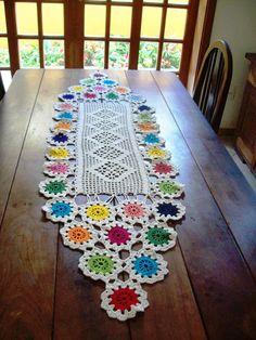 11 Gráficos de Trilho de Mesa de Crochê para Baixar Gratuitamente Crochet Square Patterns, Crochet Motif, Crochet Designs, Crochet Doilies, Crochet Flowers, Crochet Home, Diy Crochet, Crochet Crafts, Crochet Table Mat