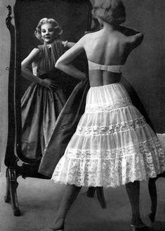 Big Skirts, Vintage Lingerie, Pretty Dresses, Baby Dress, Dress Skirt, Pin Up, Nostalgia, Lady, Clothes