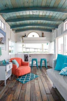 Think you can't take decorating inspiration from a houseboat? Allow this Charl. - Think you can't take decorating inspiration from a houseboat? Allow this Charleston charmer to ch - Beach Cottage Style, Beach Cottage Decor, Coastal Cottage, Coastal Homes, Coastal Decor, Cottage Living, Beach Cottage Kitchens, Houseboat Decor, Houseboat Rentals