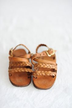 Leather braided sandals for little ones