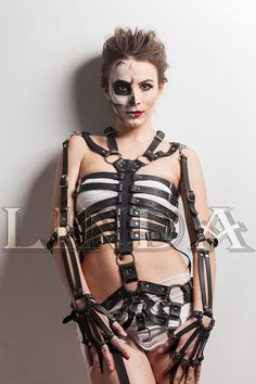 Artículos similares a Full Body Women Harness Fashion Belts, Leather Fashion, Body Women, Inspiration Mode, Leather Harness, Anime Poses, Leather Accessories, Look Cool, Costume Design