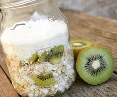 🥝🥝🥝 Overnight Oats with kiwi, coconut and cottage cheese pearls. Kiwi, Rina Diet, Nutritious Meals, Healthy Snacks, Power Breakfast, Rolled Oats, Cottage Cheese, Overnight Oats, Coconut