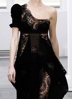 exquisite use of lace...love it [Balenciaga S/S 2006]