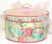 I looove hat boxes with pink roses! Vintage Hat Boxes, Vintage Suitcases, Vintage Decor, Love Box, Pretty Box, Rose Tea, Altered Boxes, Tin Boxes, Pretty Pastel