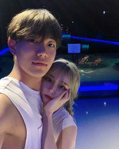 Idol material over here Korean Boy, Korean Ulzzang, Korean Couple, Ulzzang Boy, Cute Korean, Girl Couple, Sweet Couple, Romantic Couples, Cute Couples