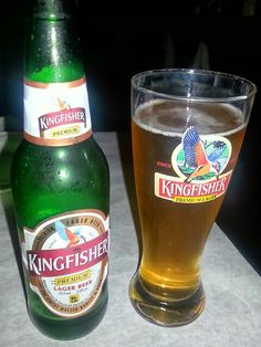 Indian Beer Kingfisher Lager Beer, Beer Bar, Drinking Book, Kingfisher Beer, Popular Beers, Good Morning Animation, Alcohol Aesthetic, Snap Food, Food Cravings