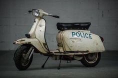 A website dedicated to Vespa and Lambretta scooters. Scooters Vespa, Lambretta Scooter, Motor Scooters, Vintage Bikes, Vintage Motorcycles, Vintage Cars, European Motorcycles, Vintage Vespa, Ducati