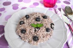 Buondì, il risotto ai mirtilli è una ricetta  che chi adora l'accostamento della frutta nei piatti salati deve provare, non fosse per altro che questo risotto