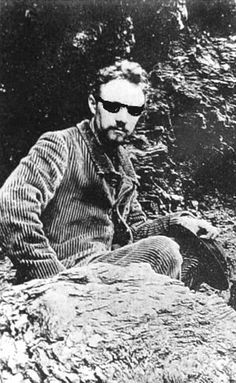 Matisse photographed by his friend Emile in 1896 during a visit to Belle-Ile, in Britany.