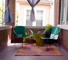 Make a small deck or balcony cozy by adding 2 chairs angled towards eachother, a table in-between for drinks. Define the space with a rug and curtains, and accessorize with plants. Outdoor Spaces, Outdoor Chairs, Outdoor Living, Outdoor Decor, Outdoor Ideas, Small Deck Space, Small Decks, Circle Chair, Porch And Balcony