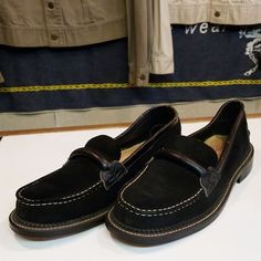 1950sVintage Dead Stock Suede Black Slippon Shanes #dont#cushman#vintageclothing #deadstock#blacksuede#slipponshoes #ドント#クッシュマン#ヴィンテージ #デッドストック#ブラックスウェード #スリッボンシューズ Rockabilly Fashion, 1950s Fashion, Men's Fashion, 50s Shoes, Vintage Shoes, Slippers, Loafers, How To Wear, Black