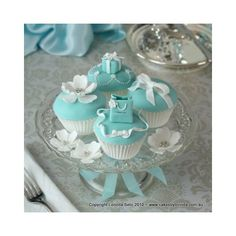 Turquoise/Aqua / tiffany inspired cupcakes ❤ liked on Polyvore featuring home, kitchen & dining, serveware, food y cupcakes