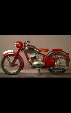 Vintage Cycles, Vintage Cafe, Vintage Bikes, Motorcycle Types, Motorcycle Design, Motorcycle Engine, Antique Motorcycles, Cars And Motorcycles, Custom Motorcycles