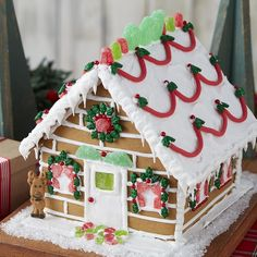 100 Gingerbread House Ideas to give your Christmas Party a Delicious Dose of Happiness - Hike n Dip - - Thinking about Gingerbread house decorating party? Then you have to have a look at these delicious and cute Gingerbread house ideas right here. White Gingerbread House, Homemade Gingerbread House, Graham Cracker Gingerbread House, Cardboard Gingerbread House, Cool Gingerbread Houses, Gingerbread House Designs, Gingerbread House Parties, Gingerbread Village, Gingerbread House Decorating Ideas