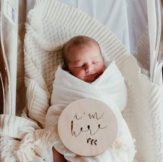 I'm Here // Announcement Photo Inspiration Newborn Baby Hospital, Newborn Baby Photos, Newborn Baby Photography, Newborn Babies, Baby Arrival Announcement, Newborn Announcement, Birth Announcement Photos, Baby Hospital Pictures, Cute Baby Pictures