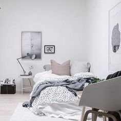 5 Simple and Creative Tips and Tricks: Minimalist Bedroom Plants Small Spaces minimalist home tour gray.Minimalist Home Decorating Wall minimalist living room minimalism coffee tables.Minimalist Home Decorating Wall. Minimalist Home Decor, Minimalist Bedroom, Minimal Decor, Minimalist Interior, Minimalist Kitchen, Minimalist Living, Modern Minimalist, Home Bedroom, Bedroom Decor