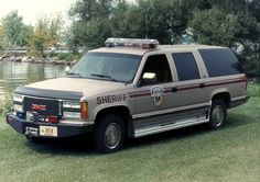 1992 GMC Suburban 1500 Sheriff Vehicle from Wisconsin General Motors, Michigan, Wisconsin, Emergency Vehicles, Police Vehicles, Old Police Cars, Large Truck, Car Badges, Chevrolet Suburban