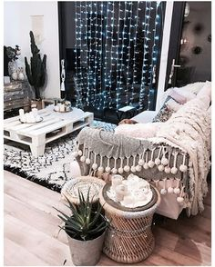 DIY Home Decor Ideas on Styling a Room With Colourful Prints Living Room Decor, Living Spaces, Bedroom Decor, Living Room Inspiration, Home Decor Inspiration, Design Inspiration, My New Room, My Room, Unique Home Decor