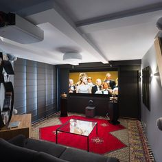 Un système 9.1 en pleine action! #audiophile #music #art #travel #design #hifi #interiordesign #luxury #soundsgood #speakers #sound #tech #hometheater #movies #cinema #musique #photography #instalike  #style #photooftheday #beautiful #creative #audio #cabasse #hifiporn #anthem #chord #jvc #lumens