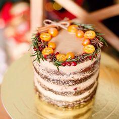 Carrot cake с карамельным крем-брюле и северной клюквой. Автор vk.com/egorovacakes www.instagram.com/egorova_cakes/