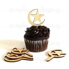Wood Moon and Star Cake topper Pack of 6 ideal for Ramadan and Eid decoartions Eid Cupcakes, Wedding Cupcakes, Star Cakes, Ramadan Decorations, Elegant Wedding Cakes, Mini Cakes, Cakes And More, Safe Food, Amazing Cakes