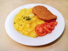 Zemiakovo cibuľový šalát, ktorý je vhodnou prílohouk jedlám z mäsa najmä k vysmážanému rezňu, alebo rybe, ale aj napríklad k mäsovým fašírkam a inémupodľa chuti zákazníka.