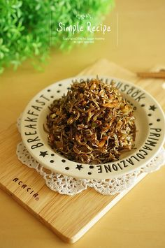 대박!! 멸치볶음 + 마요네즈 이거야 말로 황금레시피..♡참으로 만만해서 자주 하면서도 또 사소한 한끗 차... Korean Side Dishes, Vegetable Seasoning, Korean Food, How To Dry Basil, Good Food, Food And Drink, Easy Meals, Pork, Herbs