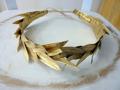 Romeo crown Costume Greek by BlackSwanFeather Im using the crown to show that banquo is the dad of the new king when macbeth dies Halloween Inspo, Halloween 2019, Halloween Party, Halloween Costumes, Greek God Costume, Greek Crown, Gold Leaf Headband, Vetement Fashion, Queen Costume