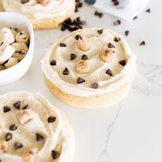 Cookies And Cream Milkshake, Cookies And Cream Frosting, Cake Batter Cookies, Gooey Cookies, Yummy Cookies, Cupcake Cookies, Stuffed Cookies, Cupcakes, Oreo Flavors