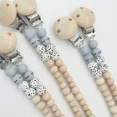 Eco friendly and on trend pacifier clip for babies. Both of them real eye catchers, there are two playful Pop Ya Tot colour variations to choose from! Gifts For New Moms, New Baby Gifts, Teething Beads, Eco Baby, Dummy Clips, Baby Teethers, Diy For Kids, Baby Toys, New Baby Products