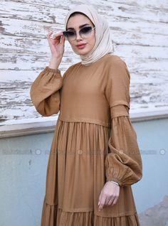 Modest Fashion Hijab, Abaya Fashion, Fashion Outfits, Iranian Women Fashion, Islamic Fashion, Stylish Dresses For Girls, Simple Dresses, Moslem Fashion, Sleeves Designs For Dresses