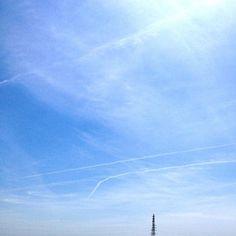 飛行機雲がたくさん。飛行機乗りたい - @mattyinstagram- #webstagram