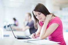 Vor der Bachelorarbeit steht die Wahl des passenden Themas. Wir haben 25 Fragen für Sie, die Ihnen dabei helfen können.