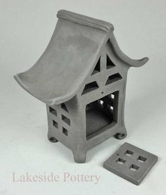 Clay Pottery Projects Ideas for Teachers, Hobbyists and . Japanese Garden Lanterns, Japanese Stone Lanterns, Hand Built Pottery, Slab Pottery, Pottery Clay, Pottery Studio, Slab Ceramics, Ceramic Lantern, Clay Houses