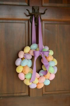 #Couronne de Pâques multicolore avec des oeufs