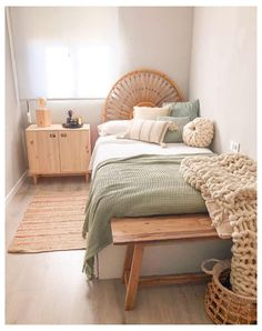 Room Ideas Bedroom, Home Bedroom, Bedroom Inspo, Modern Bedroom, Bedroom Apartment, Small Room Bedroom, Design Bedroom, Narrow Bedroom Ideas, Bedroom With Couch