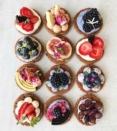 Image about food in Yummy 🍩🍪 by on We Heart It Cute Desserts, Dessert Recipes, Fruit Tart, Mini Foods, Food Illustrations, Cute Food, Chocolate Cookies, Diy Food, Food Pictures