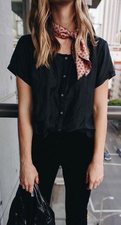 summer outfits Black Blouse + Black Skinny Jeans