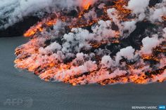 """afp-photo: """" ICELAND, Vatnajoekull : An aerial picture taken on September 14, 2014 shows lava flowing out of the Bardarbunga volcano in southeast Iceland. The Bardarbunga volcano system has been... Pictures Of The Week, Cool Pictures, Geothermal Energy, Another Day In Paradise, Lava Flow, Scenery, Around The Worlds, Awesome, Amazing"""