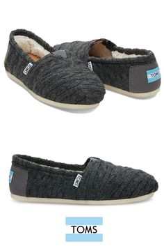 The perfect TOMS slip-on shoes for this season with a faux shearling lining and a cable knit upper. Slip them on to keep toes cozy on chilly nights or weekend outings.