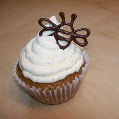 honey cupcakes with chocolate bees!