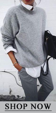 Soft gray pullover with white shirt looks great- Weicher grauer Pullover mit weißem Hemd sieht toll aus Soft gray pullover with white shirt looks great … - Loose Sweater, Sweater Shirt, Long Sleeve Sweater, Grey Sweater Outfit, Sweater Outfits, Pullover Outfit, Sweatshirt Dress, Denim Shirt, Pull Gris