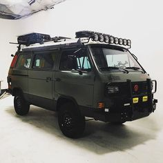 Well this was a fun night! Thanks to @westfalyeah for his dedicated efforts moving lights around and being an all around cool dude. #vanagonlife #syncrolife #syncro #vanlife