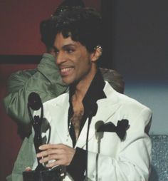 Prince accepts award inducting him into the Rock and Roll Hall of Fame in 2004