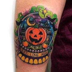 🎃🦇💜 Halloweentown snow globe for Halloween queen, Sam. Happy first day … 🎃🦇💜 Halloweentown snow globe for Halloween queen, Sam. Happy first day of Autumn! Body Art Tattoos, New Tattoos, Sleeve Tattoos, Cool Tattoos, Tatoos, Cute Halloween Tattoos, Spooky Tattoos, Horror Tattoos, Pretty Tattoos