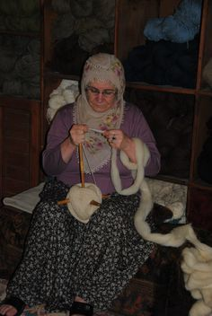 That's one packed turkish spindle! Spinning Wool, Hand Spinning, Spinning Wheels, Art Du Fil, Drop Spindle, The Wooly, Textile Artists, Knitting Yarn, Handicraft