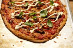 Paahdettu paprika-possupizza rapealla ruispohjalla Vegetable Pizza, Vegetables, Food, Red Peppers, Essen, Vegetable Recipes, Meals, Yemek, Veggies