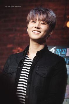 Kang Youngkyun: I love horizontal stripes man Hyun Young, Young K Day6, Shared Folder, Korean Bands, K Idol, Korean Artist, Day For Night, Pop Group, People