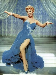 Today's Inspiration: Helen Rose The Mistress Of Chiffon, Helen Rose, designed the costumes for more than 200 Hollywood films between… Viejo Hollywood, Hollywood Icons, Old Hollywood Glamour, Golden Age Of Hollywood, Vintage Hollywood, Hollywood Stars, Classic Hollywood, Old Hollywood Movies, Helen Rose